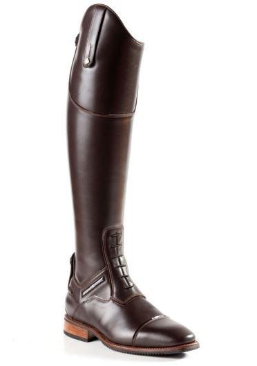 Støvlen er vist i mørkebrun